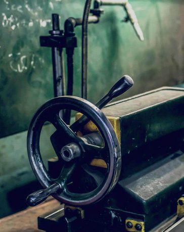 Задняя бабка токарного станка фото